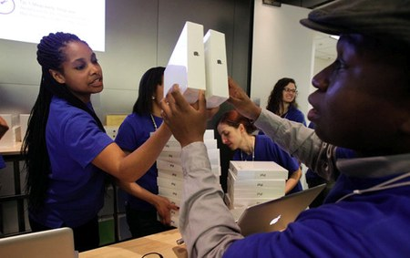 apple store employees underpaid Apple Store: Never a shortage of resumés, says New York Times