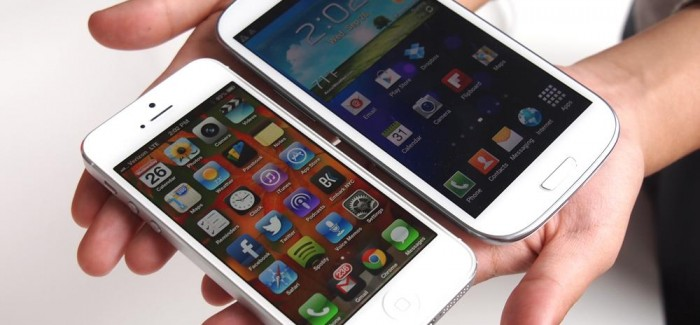 Head to Head: Samsung Galaxy S4 vs iPhone 5