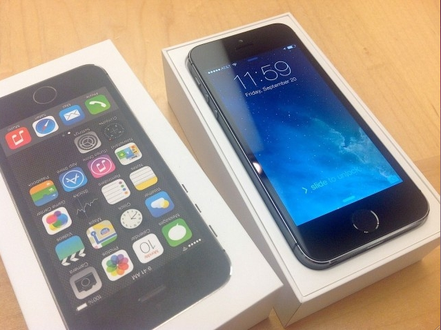 iPhone 5S unboxed