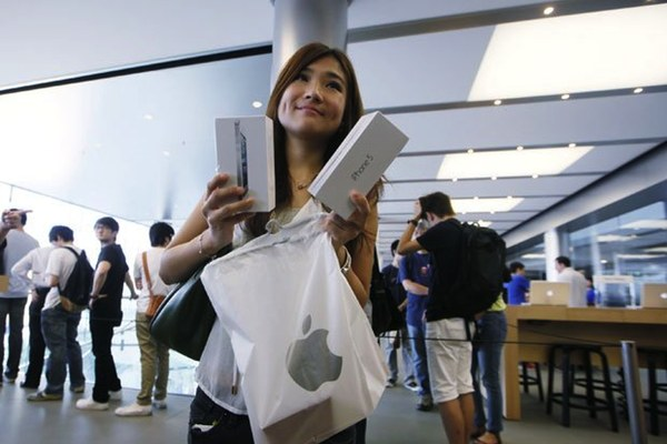 US retail sales data for September show the iPhone boosted receipts by up to 0.5 percent. Further, this will lead to a palpable iPhone GDP effect in Q4…