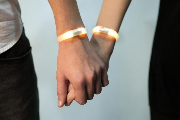 Embrace+ bracelet - smart colourful notifications for your iPhone