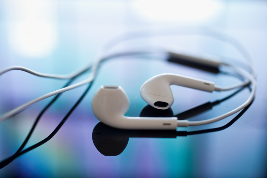 Yes, boys and girls, Apple's iOS 8 will deliver all sorts of health-flavor functionality and the data feed could be a next-gen pair of EarPod headphones