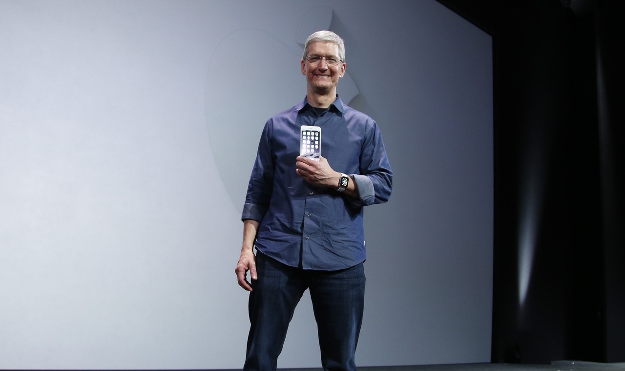 Apple CEO Cook 'Victorious' as Samsung Trade Ins Surge