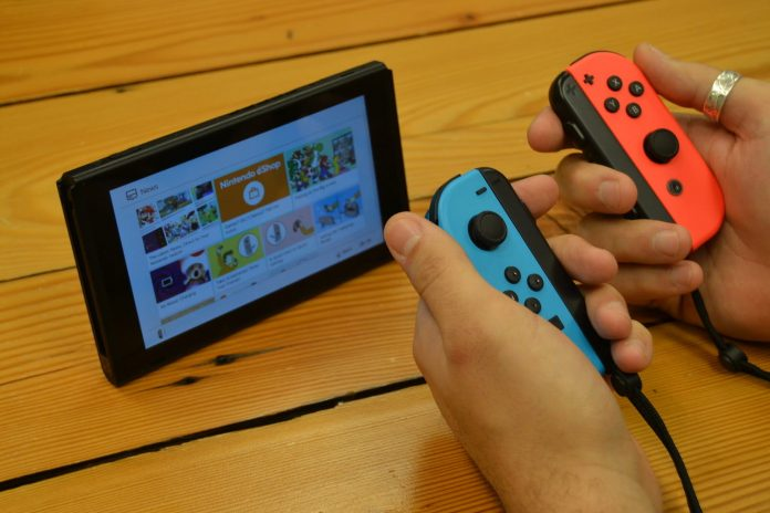 """Solve the Biggest Issues """"title ="""" Solve the Biggest Issues """"/> </div> <p>  The switch became the fastest sales console in the US at the beginning of the year. The switch moved 4.8 million units in just 10 months. On Nintendo's latest console on Due to its fun, portable and flexible playing style, it's just as good to play on the move, as well as playing on the couch. </p> <p>  But it's far from perfect. More than a few problems have grown their ugly head since the breaker's initial launch. From dead pixels to cracked consoles, there are some ways the Switchen can curve under pressure. Fortunately, there are usually a simple solution to these common issues that affect the switch. </p> <p> <!-- A generated by theme --> </p> <p> <!-- end A --> </p> <p><strong>  The screen is struggling with dead pixels </strong> </p><div><script async src="""