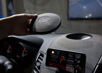 Hands-Free In Your Car: Choosing a Speakerphone System