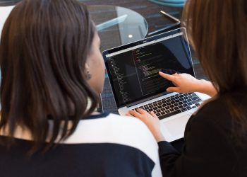 4 Effective Ways to Manage a Software Development Team