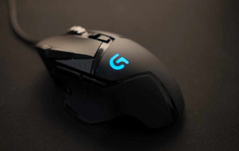 black Logitech corded mouse