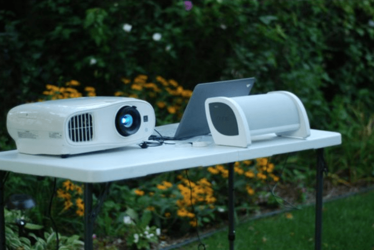 How to Make Your Backyard Movie Night Party a Perfect One