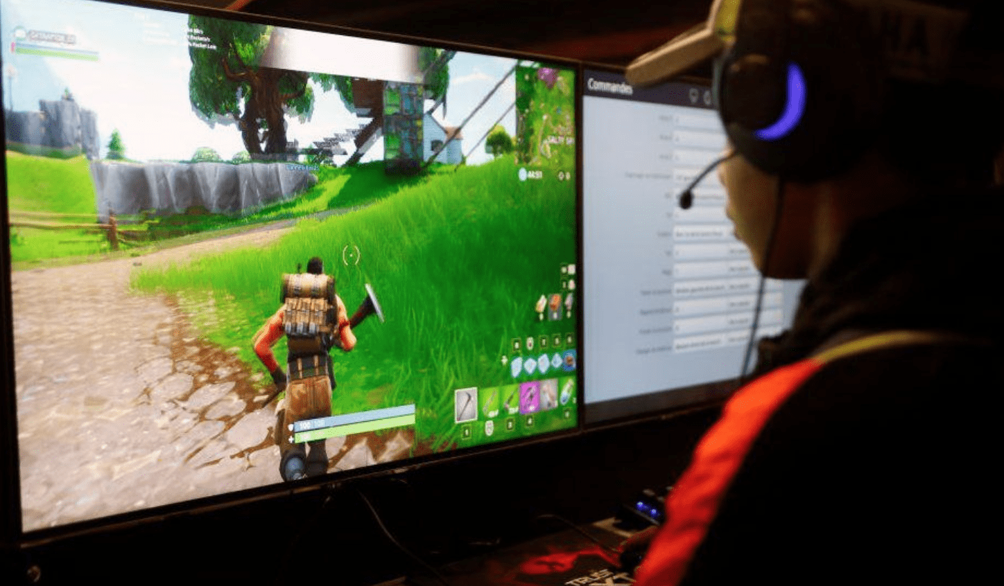 Why Online Gaming Is More Challenging Than Offline