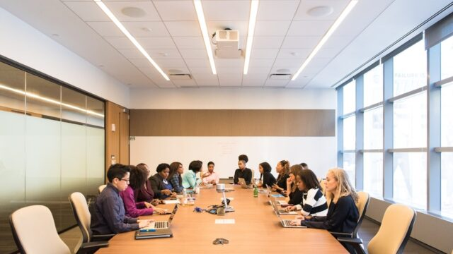 SIX EFFECTIVE WAYS TRANSFORM YOUR CONFERENCE ROOMS INTO A SMART ROOM