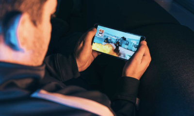 What makes mobile games social?