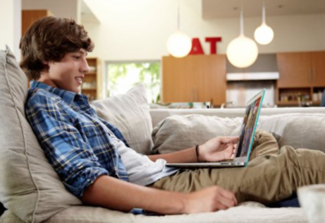 4 Advantages of Streaming Movies Online