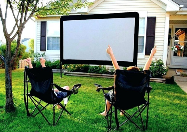 The Top 5 Outdoor Projectors for Party Equipment 2021