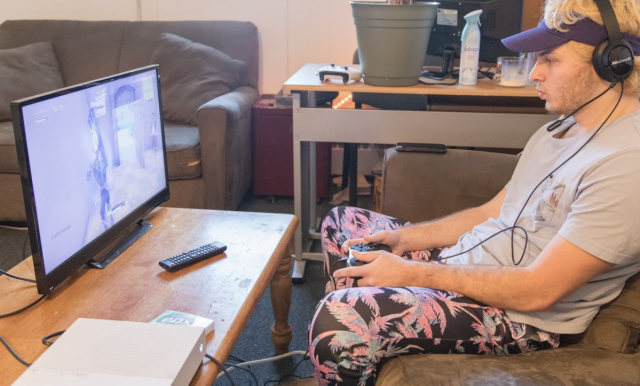 4 Ways to Use the Internet to Kill Time at Home